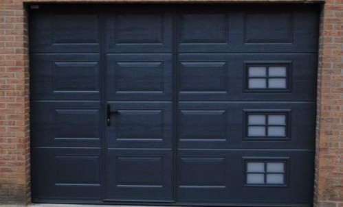 Sectionale garagepoort met loopdeur